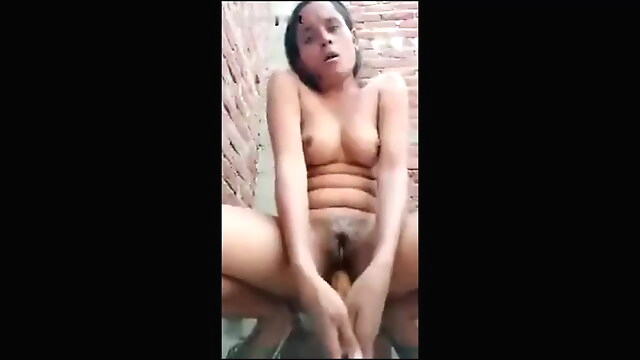 Tube Sex  - Desi Village Bhabhi Masturbating With Belan fingering