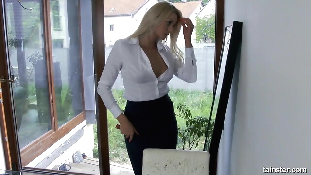 Tube Sex  - Blonde MILF stockings