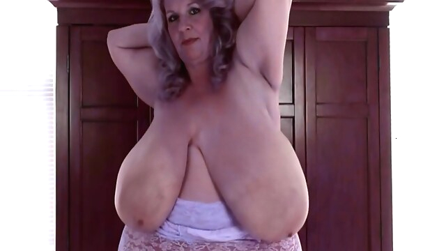 Tube Sex  - Monsters Granny blonde