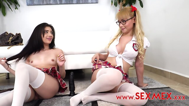 Tube Sex  - Emily Pink And Natasha Teen The Brunette Gave blonde