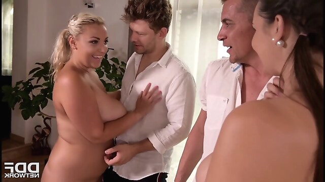 Tube Sex  - Milf Foursome blonde