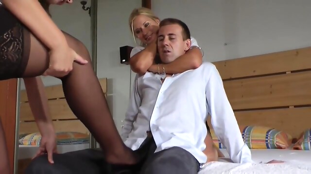 Tube Sex  - Stocking Legs Shoejob blonde